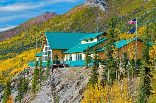 Exterior view of Grande Denali Lodge